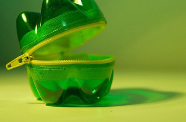 废弃塑料瓶底制作创意零钱包