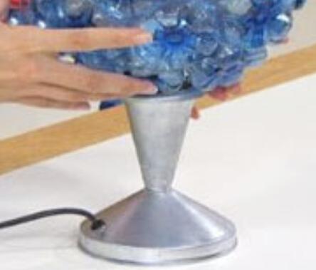 废弃饮料瓶制作透明小台灯罩