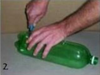废弃塑料瓶摇身一变轻便小扫帚