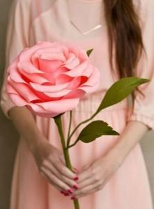 教你手工制作巨型纸玫瑰