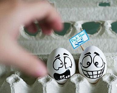 在鸡蛋上趣味作画