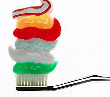 牙膏的32个神奇用途