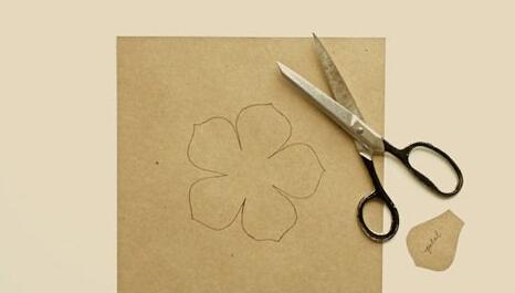 简单的雪纺布花朵装饰布艺手工图解