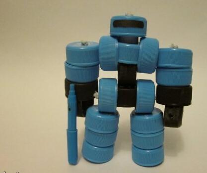 塑料瓶盖制作机甲战士玩具