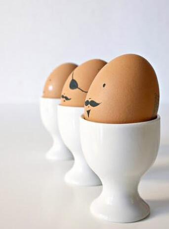 鸡蛋壳做卡通小人手工制作
