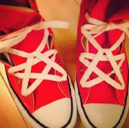 个性五角星鞋带系法