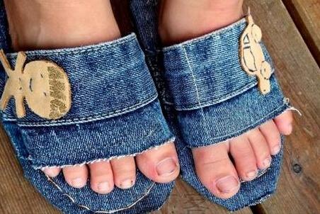 废旧牛仔裤做家居拖鞋