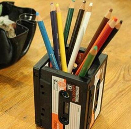 废旧磁带做特制笔筒