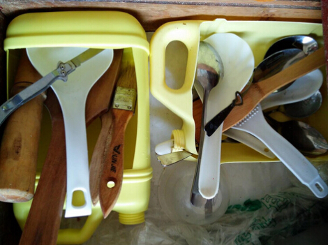 废旧洗洁精桶做厨房收纳