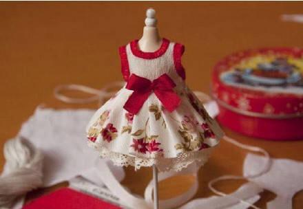 如何给娃娃做衣服