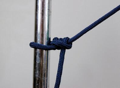 你知道别人都是如何将绳子在树上打结的吗?